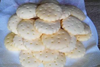Как приготовить легкое, нежное и вкусное галетное печенье дома